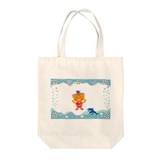 イルカと遊ぶクレコちゃん Tote bags