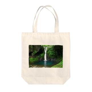 Toshiaki SakuraiのBlue Tote bags