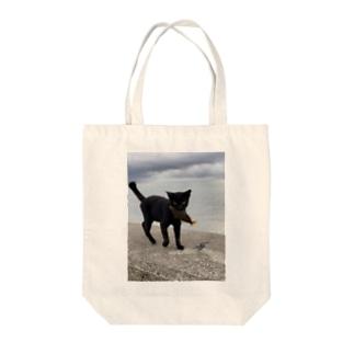 AMURITANONIWA-OFF LINE ART SHOPの魚をくわえた島猫 Tote Bag