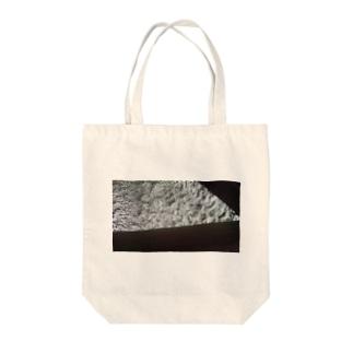 ナニカノケナミ Tote bags