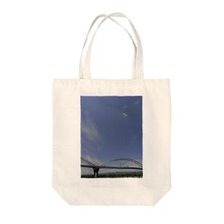 鉄橋と空 Tote bags