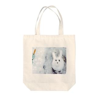 雪うさぎ Tote bags