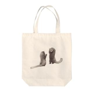 威嚇レッサーパンダ Tote bags