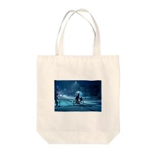 SNOW BLIND Tote bags