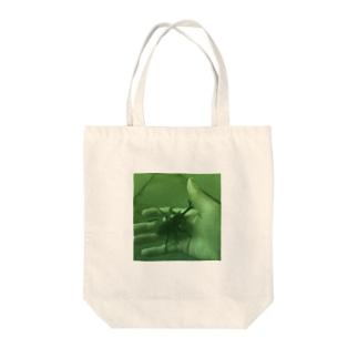 カブトムシを見つけた日(油絵風グリーン) Tote bags