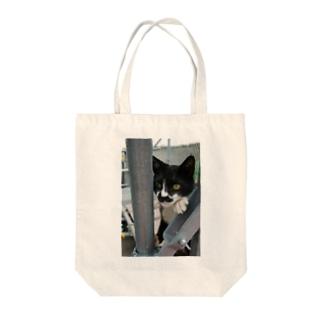 張り込み Tote bags