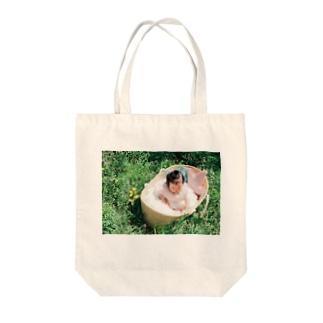 りんごちゃん Tote bags
