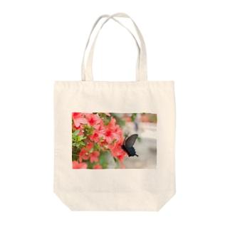 カラスアゲハ Tote bags