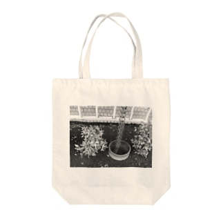 Stand still. Tote bags