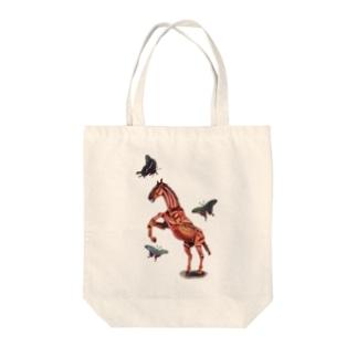 馬と蝶 Tote bags