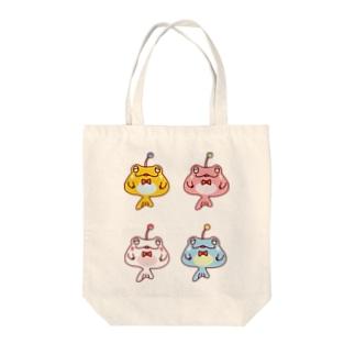 4ひきのカエルアンコウ Tote bags