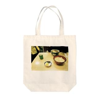 出汁 Tote bags