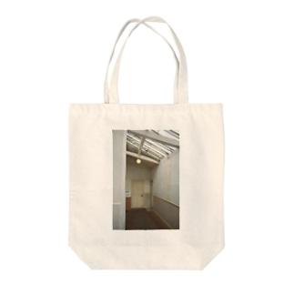 白い一角 Tote bags