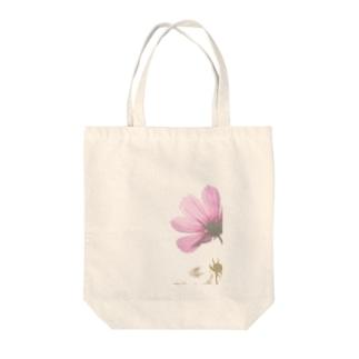 コスモス Tote bags