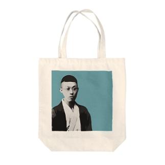文豪・泉鏡花くん Tote bags