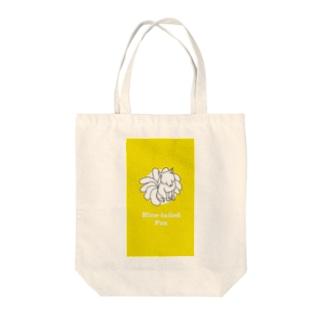 九尾のキツネ Tote bags