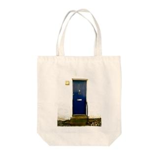 BLUE DOOR Tote bags