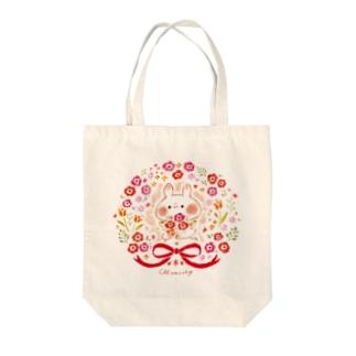 お花とうさぎ Tote bags