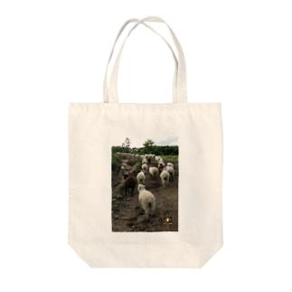 羊の行進 Tote bags