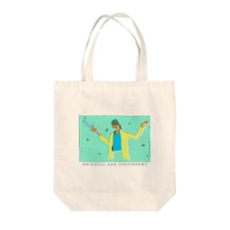 褐色女 Tote bags