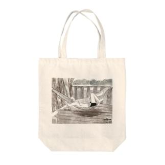 ハンモックで寝るジョセフ Tote bags