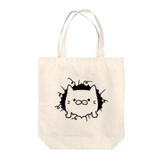 破いた穴から出てくるネコ Tote bags