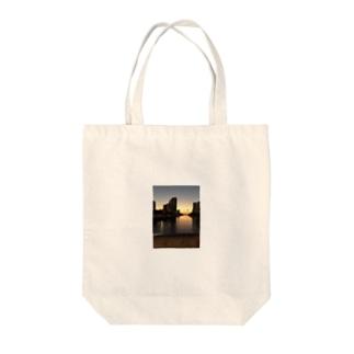 ハワイ ホノルルの夕日 Tote bags