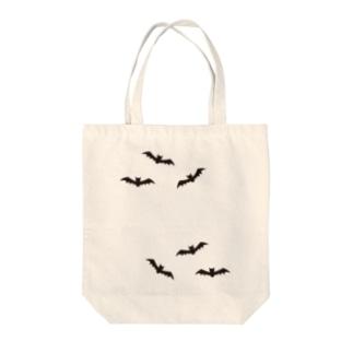 コウモリ Tote bags