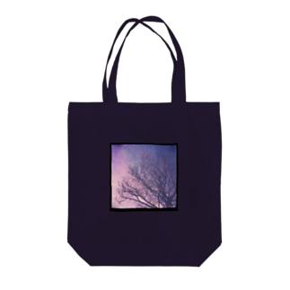 見上げた木のトート Tote bags