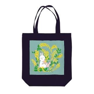 うさぎとミモザ Tote bags
