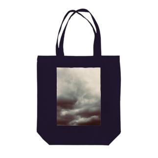 ドンヨリ雲 Tote bags