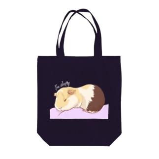 眠いモルモット02 Tote bags