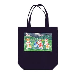 クリスマスのお手伝い Tote bags