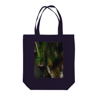 green g Tote bags