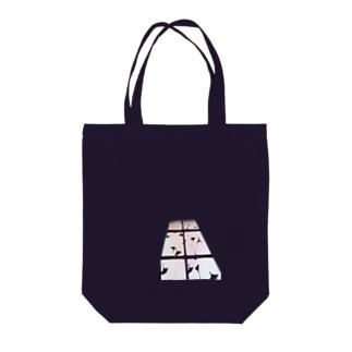 窓の光いちょうの影 Tote bags