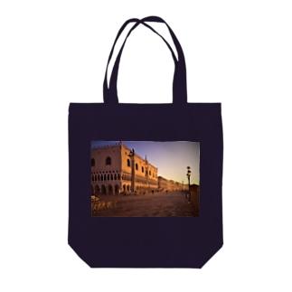 ヴェネツィアの朝焼 Tote bags
