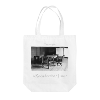 """a Room for the """"Time"""" ~ BW Tote bags"""