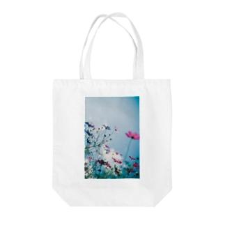 秋桜と秋空 Tote bags