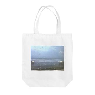 9月の雨の海 Tote bags