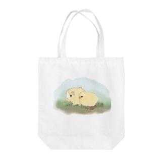 (白地)ちいさなモルモットちゃんとちいさなヒヨコちゃん Tote bags