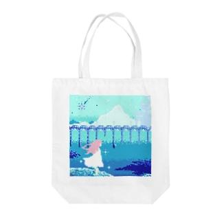 青に咲く少女 Tote bags