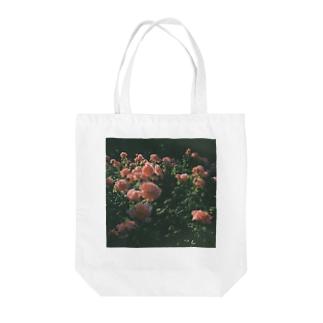 London Rose Tote bags