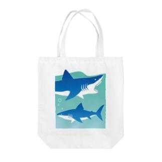 LOVE SHARK Tote bags