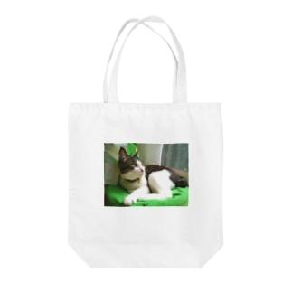 ハチワレ猫 ムン Tote bags