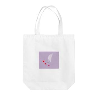 ハートキス Tote bags
