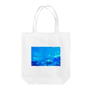 青のせかい Tote bags