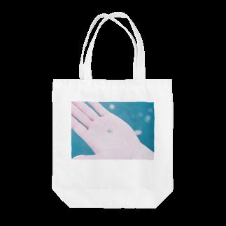 梅の夏の日 。 🐚 Tote bags