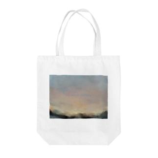 夜明けの空 Tote bags