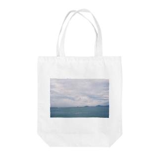 くもりの海でパラシュート Tote bags