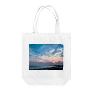 空の向こう Tote bags
